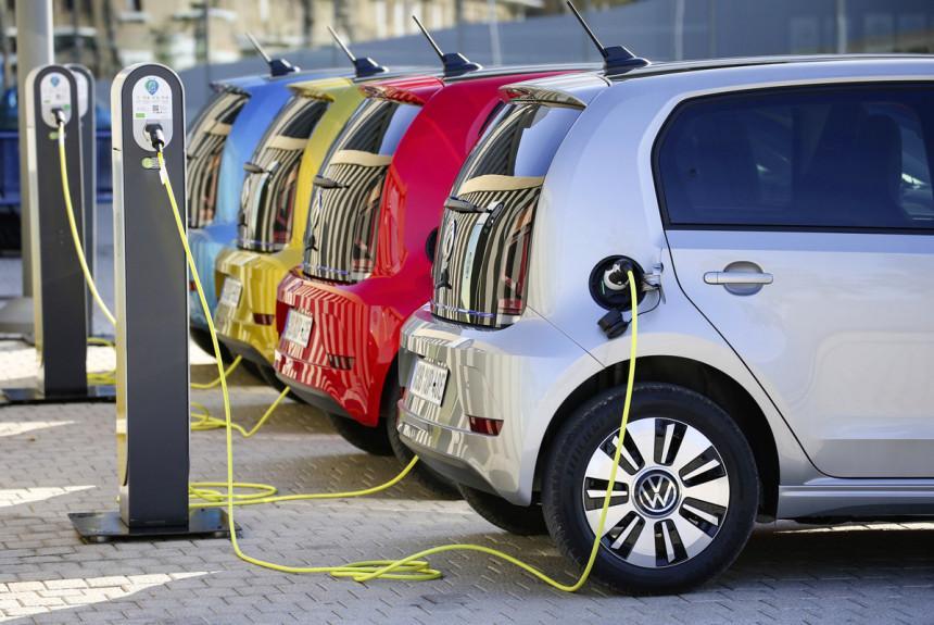 Выросли продажи электромобилей и гибридов