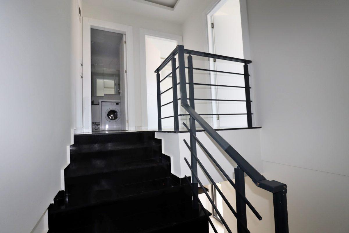 Новая двухуровневая квартира в самом центре Алании - Фото 17