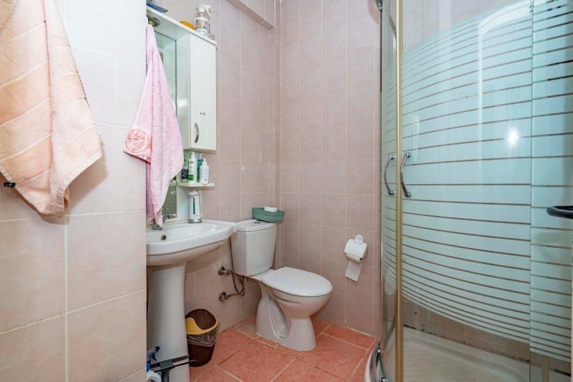 Меблированная трехкомнатная квартира в центре Алании с видом на море - Фото 18