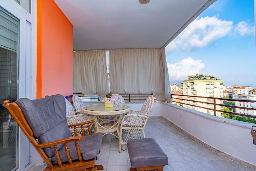 Меблированная трехкомнатная квартира в центре Алании с видом на море - Фото 19