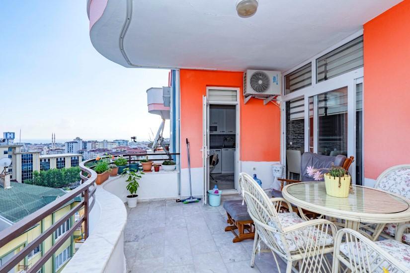 Меблированная трехкомнатная квартира в центре Алании с видом на море - Фото 21