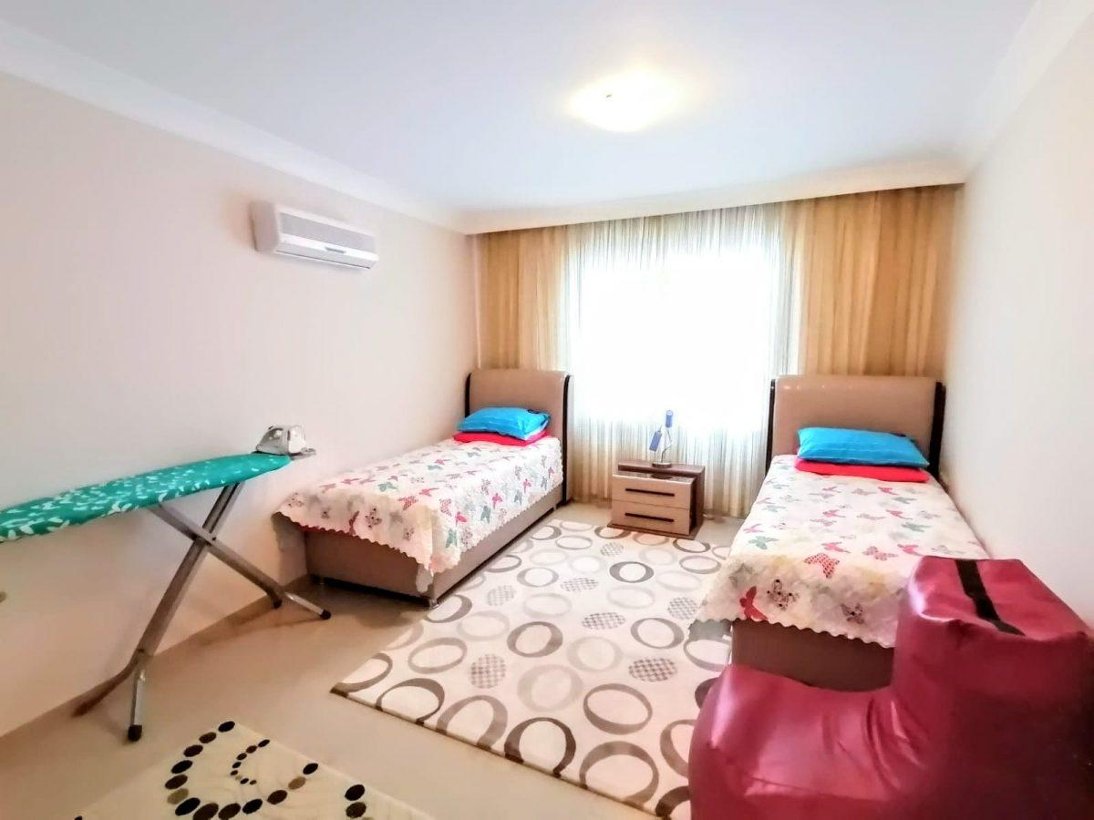 Просторная квартира 2+1 в известном комплексе в Махмутларе - Фото 11
