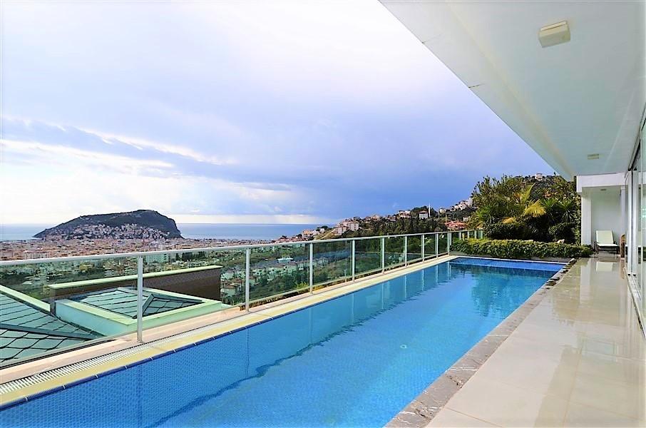Трехэтажная вилла с панорамным видом на море и историческую крепость  - Фото 3
