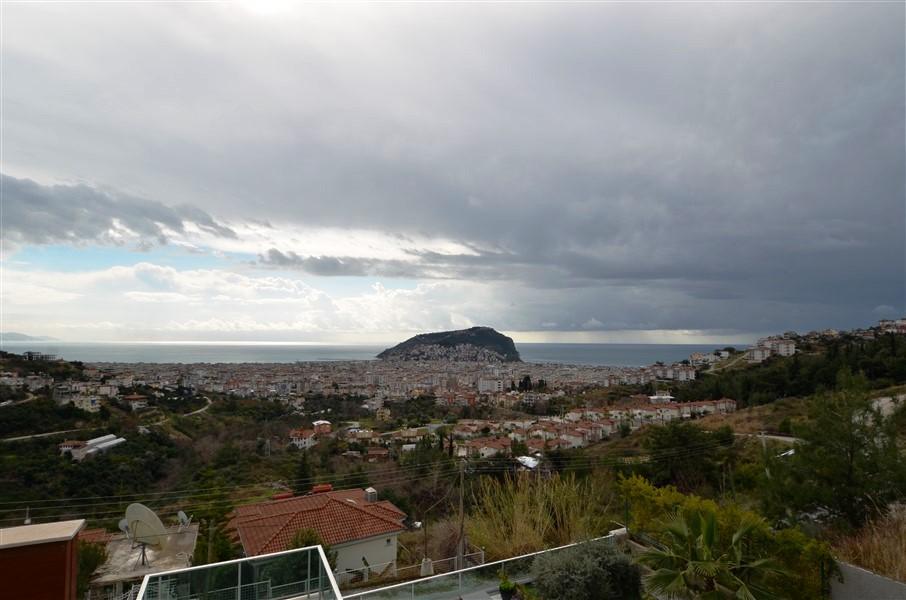 Трехэтажная вилла с панорамным видом на море и историческую крепость  - Фото 10