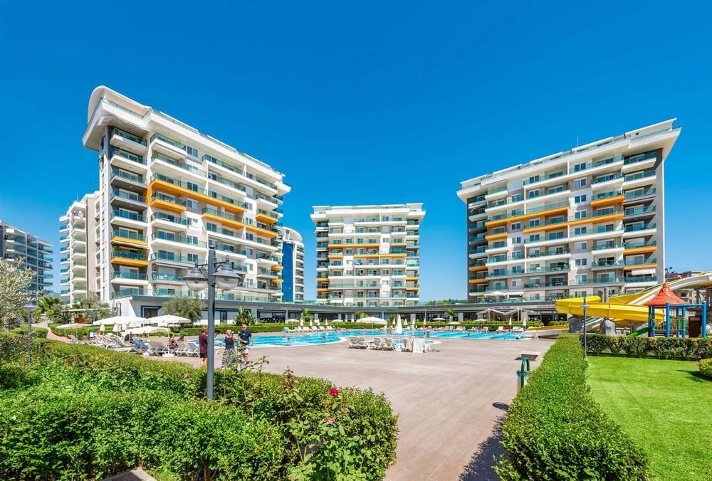 Масштабный жилой комплекс, состоящий из 10 квартирных блоков  - Фото 1