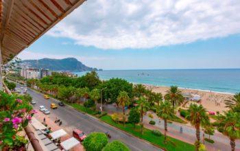 Трехкомнатная квартира в центре Алании рядом с пляжем Клеопатра