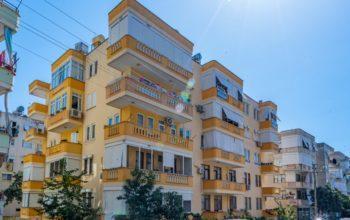 Недорогая просторная четырех комнатная квартира в самом центре Алании