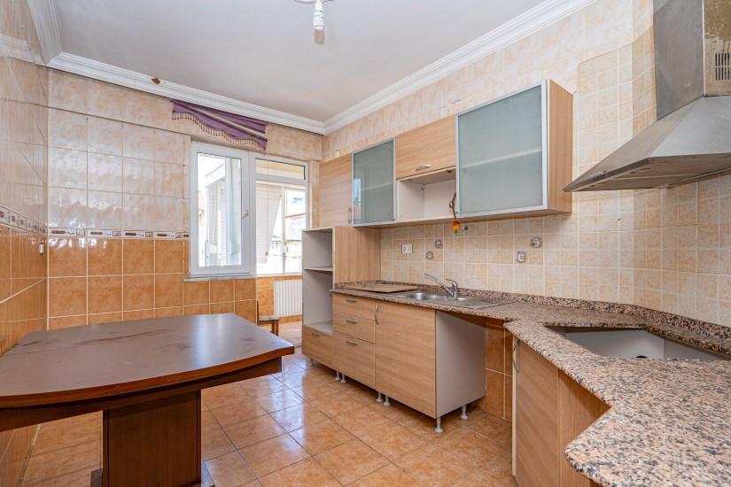 Недорогая просторная четырех комнатная квартира в самом центре Алании - Фото 7
