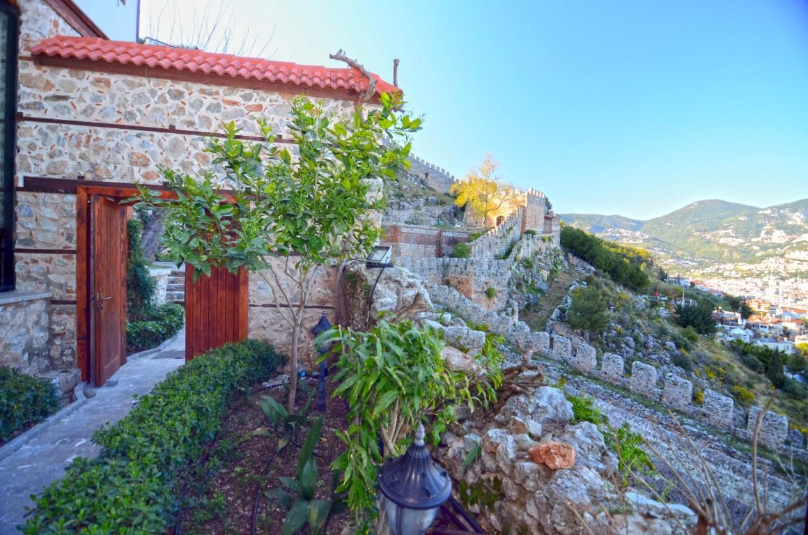 Старинный двухэтажный дом рядом с крепостью Алании - Фото 32