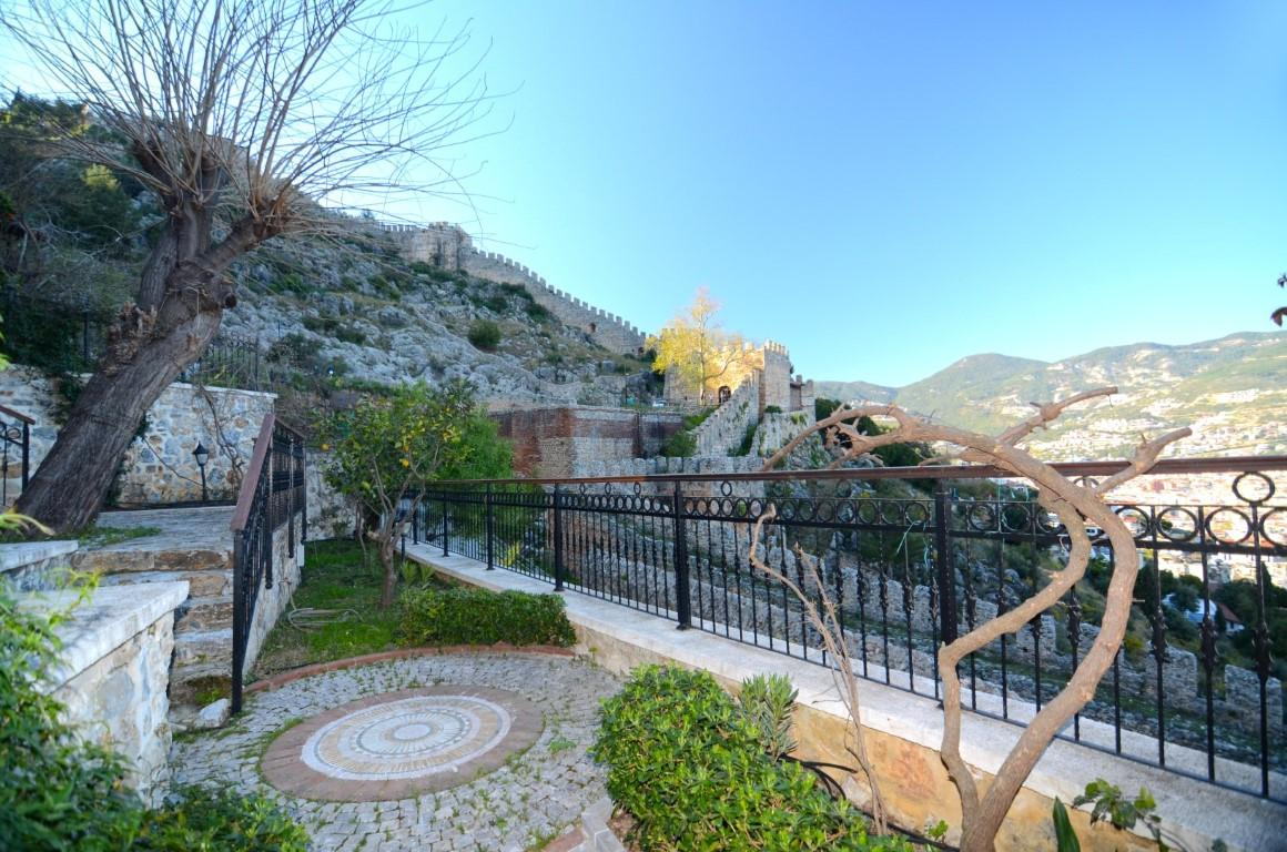 Старинный двухэтажный дом рядом с крепостью Алании - Фото 35