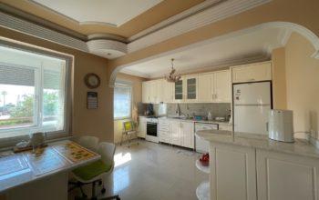 Меблированная квартира 2+1 рядом с морем в Махмутларе площадью 120 метров