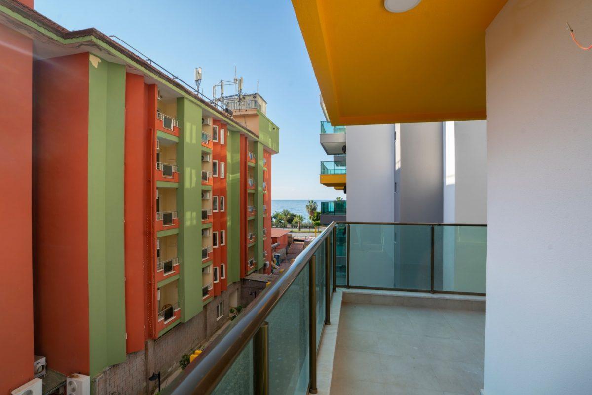 Квартира 2+1 на первой береговой линии в хорошем комплексе в Махмутларе - Фото 26