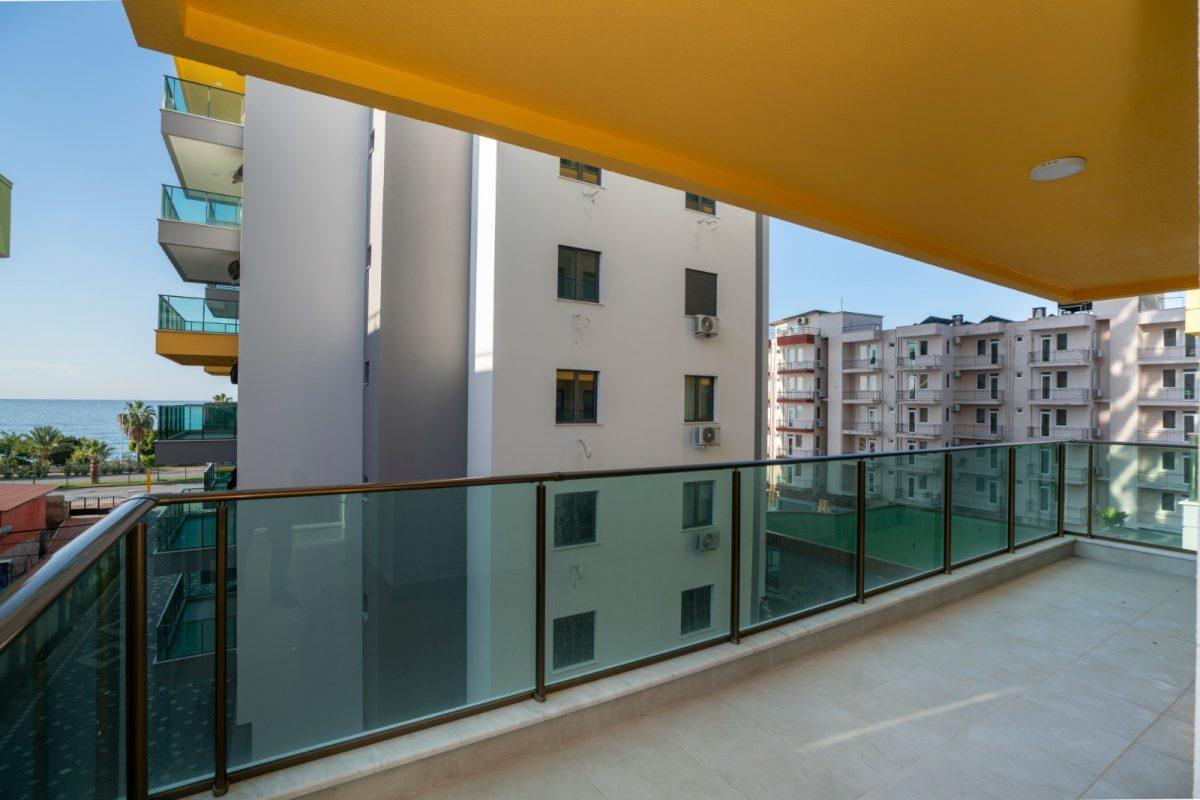 Квартира 2+1 на первой береговой линии в хорошем комплексе в Махмутларе - Фото 25