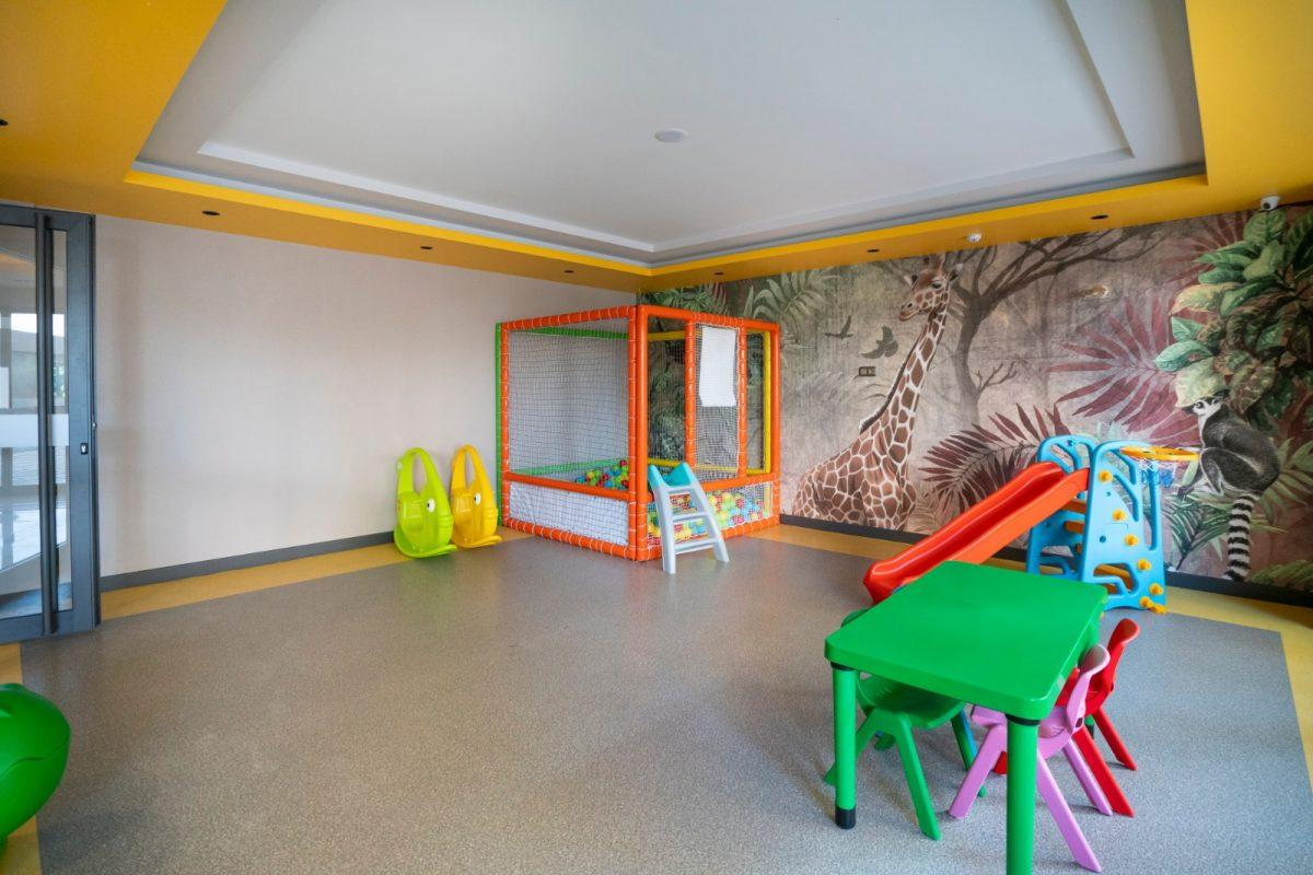 Квартира 2+1 на первой береговой линии в хорошем комплексе в Махмутларе - Фото 13