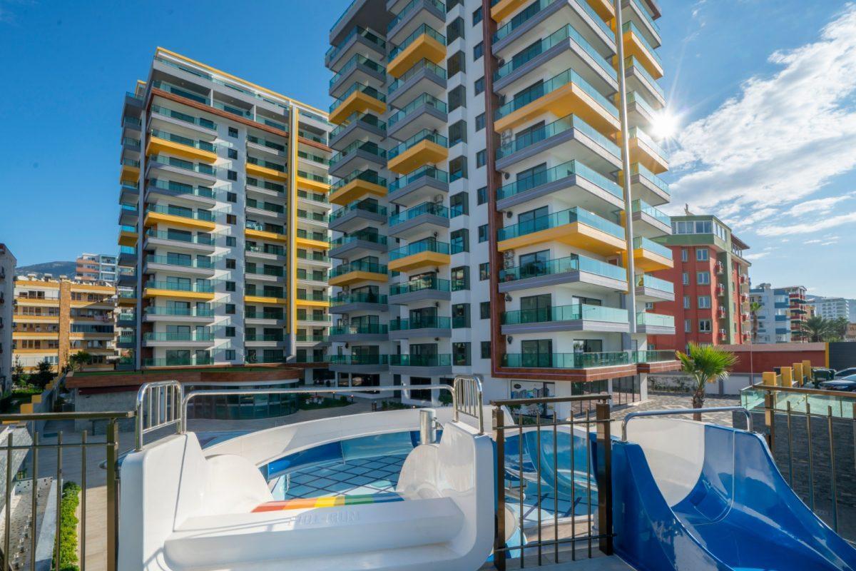Квартира 2+1 на первой береговой линии в хорошем комплексе в Махмутларе - Фото 1