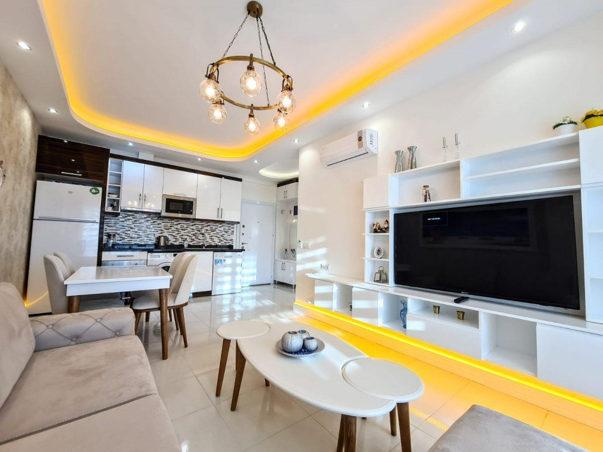 Стильная меблированная квартира в шаговой доступности от моря 1+1 в Махмутлар - Фото 1
