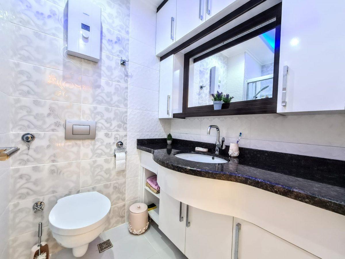 Стильная меблированная квартира в шаговой доступности от моря 1+1 в Махмутлар - Фото 12