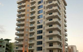 Комфортная квартира в новостройке с отдельной кухней в районе Махмулар