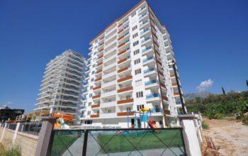 Просторная квартира 1+1 в хорошем комплексе в Махмутларе