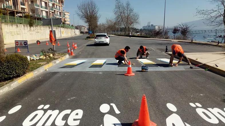 В Аланье обновляют разметку пешеходных переходов