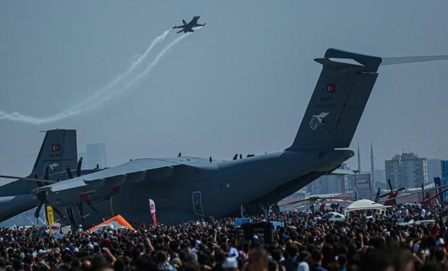 В Стамбуле проходит Международный фестиваль авиации