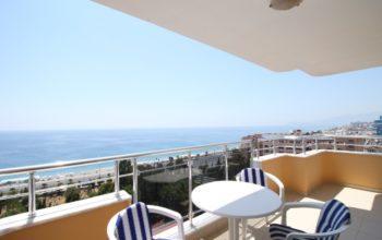 Квартира 2+1 с прямым видом на море в Махмутларе