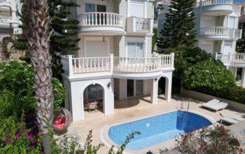Трехэтажная вилла с бассейном в комплексе а Конаклы