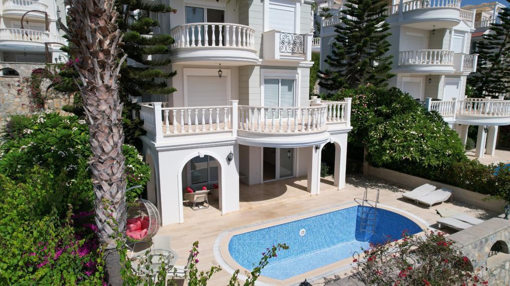 Трехэтажная вилла с бассейном в комплексе а Конаклы - Фото 1