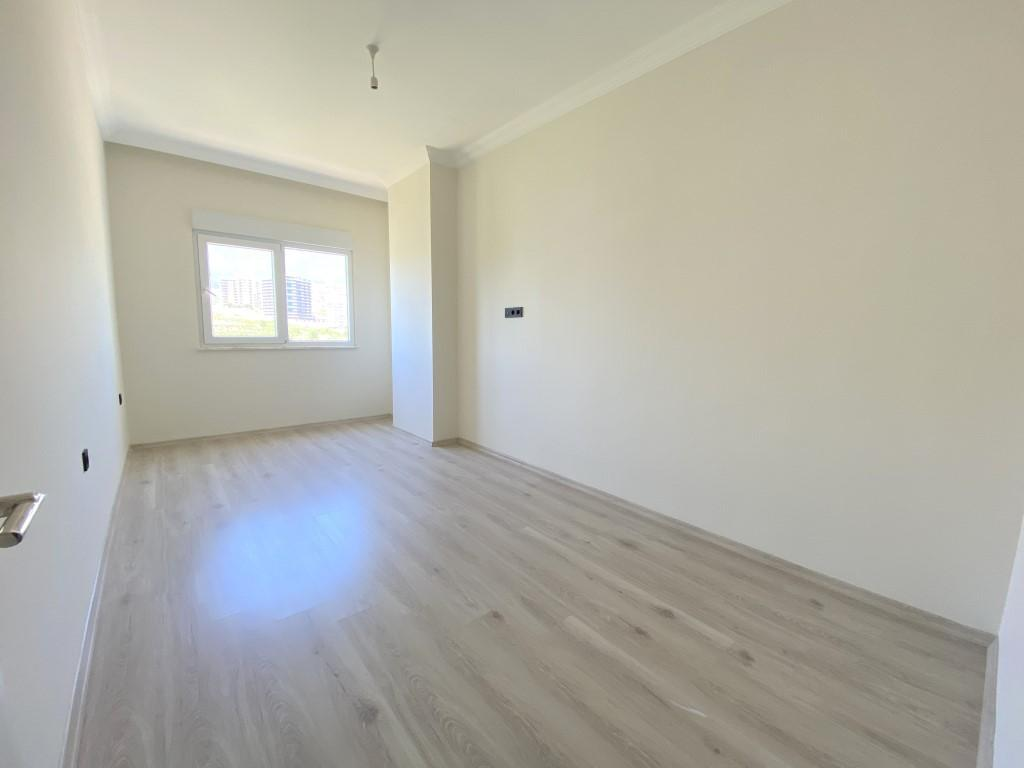 Новые светлые апартаменты 3+1 с панорамным видом в Махмутлар - Фото 17