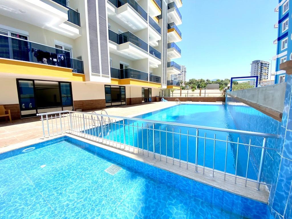 Новые светлые апартаменты 3+1 с панорамным видом в Махмутлар - Фото 10